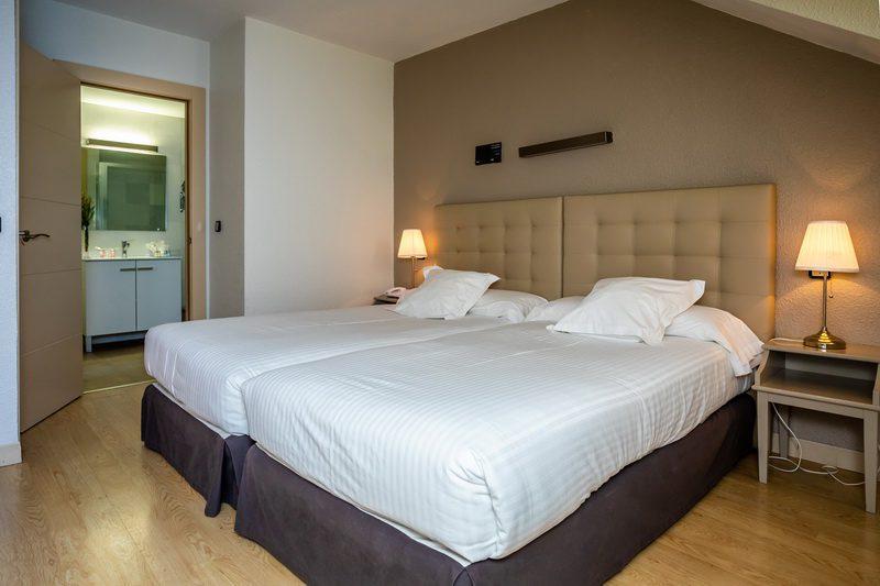 Amplia Habitación con dos camas del Hotel Apartamentos Don Carlos