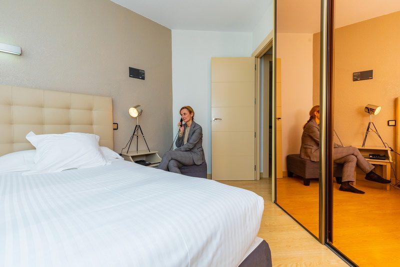 Confortabilidad y servicio características del Hotel Apartamentos Don Carlos