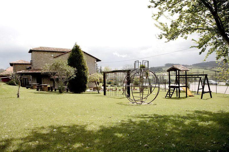 Mobiliario del Jardín de Apartamentos La Gloria