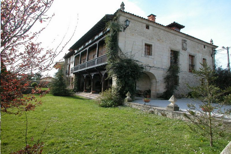 Fachada de Posada de Peredo y Villa