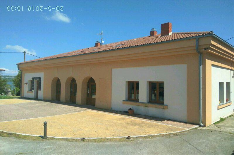 Fachada principal del Albergue Cantabria Aventura