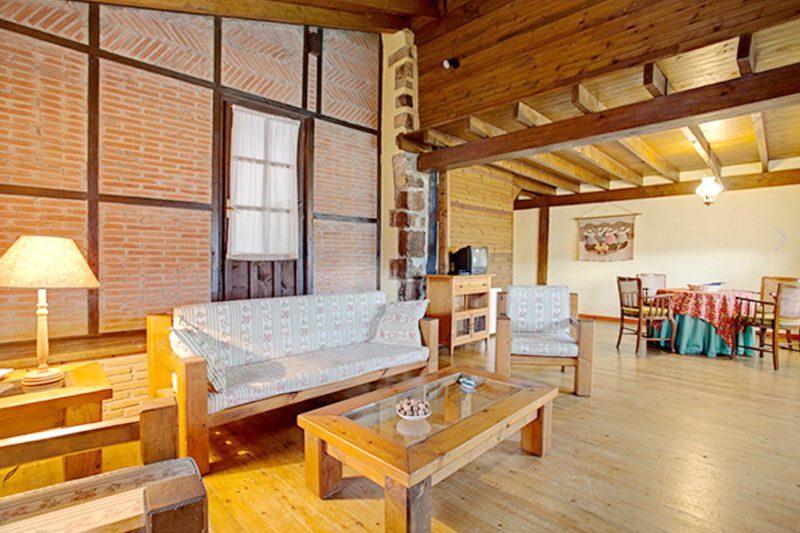 Otra vista del gran salón de la Casa Rural Primorias