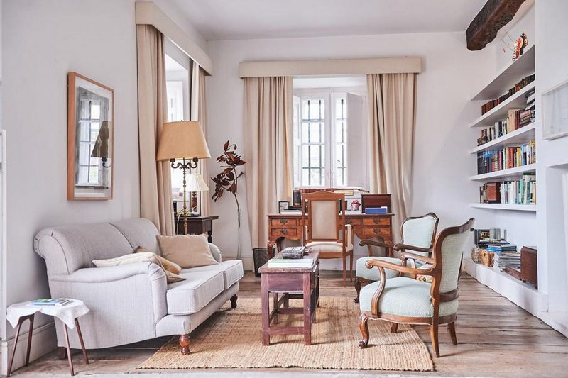 Muebles de estilo en el salón de La Tudanca