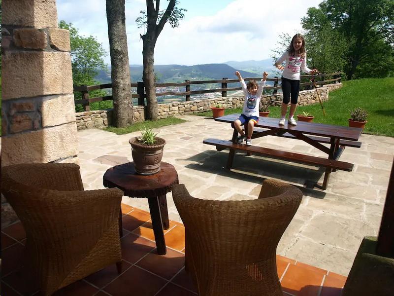 Terraza con grandes vistas sobre el valle en Cabaña EL Currillo