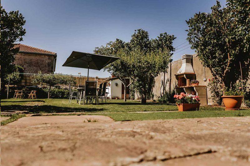 Real110mas2 Vista del Jardín y la barbacoa