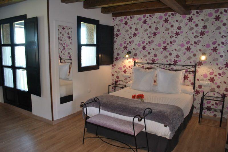 Amplias habitaciones de Apartamentos Spa Casco Historico de Isla Cantabria