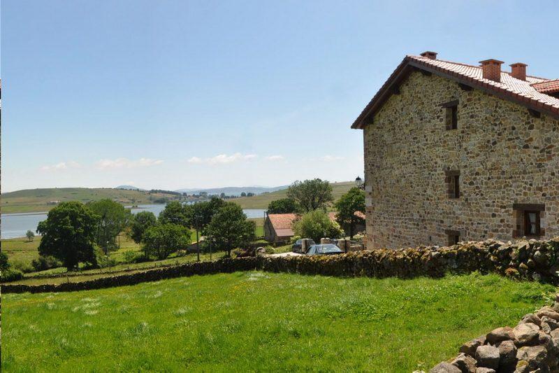 Vista del pantano del Ebro desde la Casa rural El Mirador de Lanchares