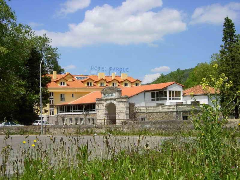 Vista general del Balneario Hotel Parque de Alceda