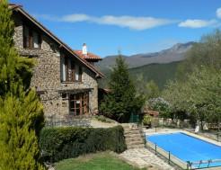 El Covaju vista general de la finca y de la piscina