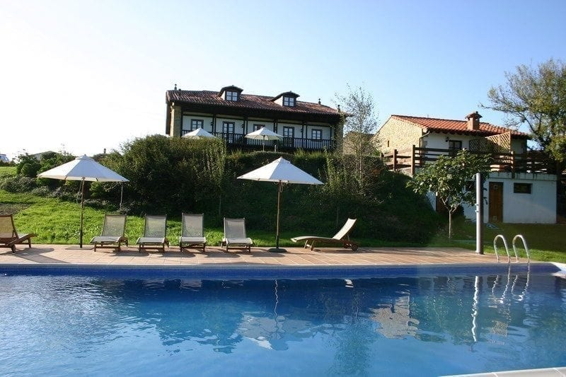 Hoteles rurales en cantabria con piscina hoteles con for Hoteles con habitaciones familiares en cantabria