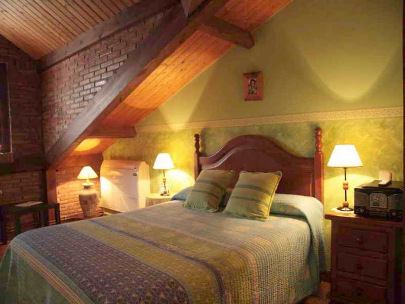Posada El Solar habitaciones con decoración rústica