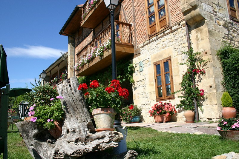 Detalle floral del Jardín de Posada La Cotia