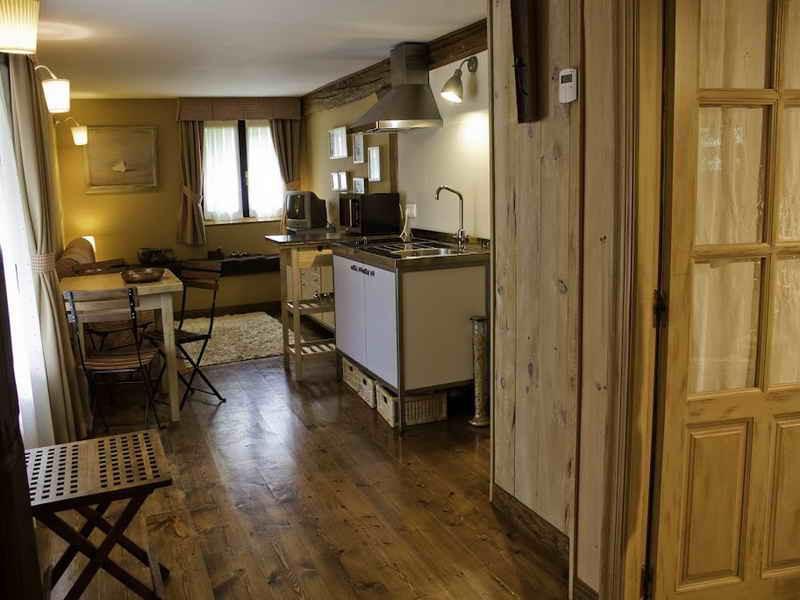 Posada La LLosa de Somo Amplia cocina de los apartamentos