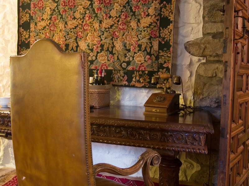 Posada Torre de la Quintana detalle de mobiliario y decoración